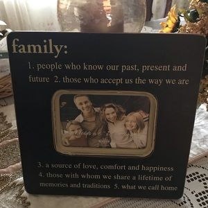 """NewView Imprinted """"Family"""" Picture Frame"""